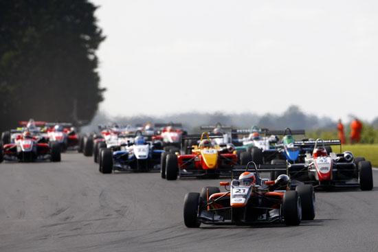 Start of Race 2 Harry Tincknell (GBR) Carlin Dallara Volkswagen leads