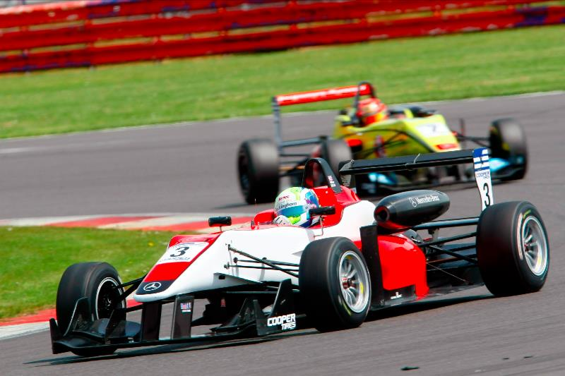 A five-car Carlin team will take on rivals from Fortec and Double R this weekend