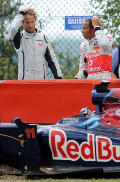 Jenson-Button-and-Lewis-H-050.jpg time for tylenol