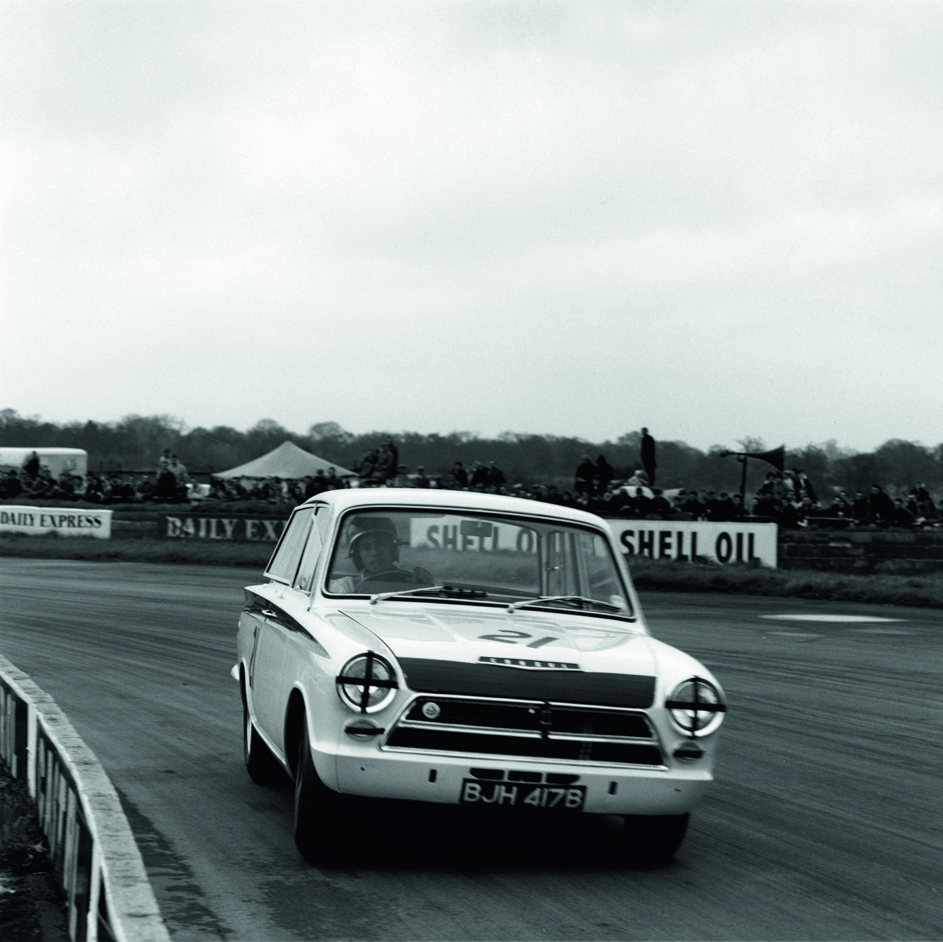 Jim Clark on his way to 1964 BTCC title success