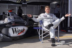 f1-japanese-gp-2001-mika-hakkinen-waiting-for-the-party-to-begin